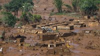 The Bento Rodrigues district is pictured covered with mud after a dam owned by Vale SA and BHP Billiton Ltd burst in Mariana, Brazil, November 6, 2015. Photo: Reuters