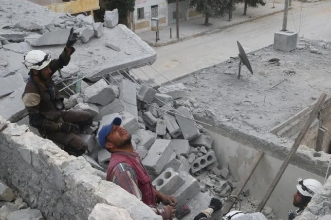 Civil defense members work at a site hit by an airstrike in the rebel held area of Aleppo's Baedeen district, Syria, May 3, 2016. Photo: Reuters/Abdalrhman Ismail