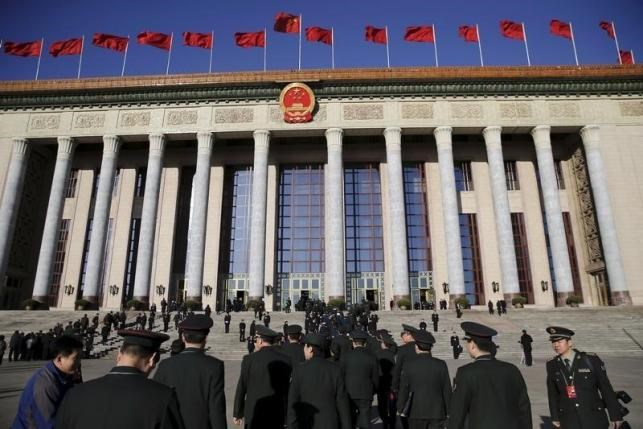 Military delegates arrive at the Great Hall of the People for the third plenary session of the National People's Congress, in Beijing, China, March 13, 2016. Photo: Reuters/Damir Sagolj