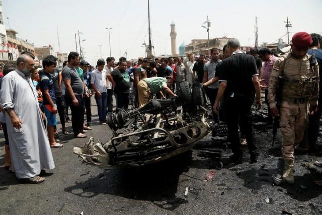 People gather at the scene of a car bomb attack in Baghdad's mainly Shi'ite district of Sadr City, Iraq, May 11, 2016. Photo: Reuters/Wissm al-Okili