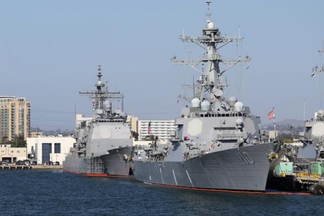 The USS William P. Lawrence (DDG-110) and USS Ross (DDG-71) Arleigh Burke-class guided missile destroyers sit docked in San Diego, California, April 12, 2015. Photo: Reuters/Louis Nastro