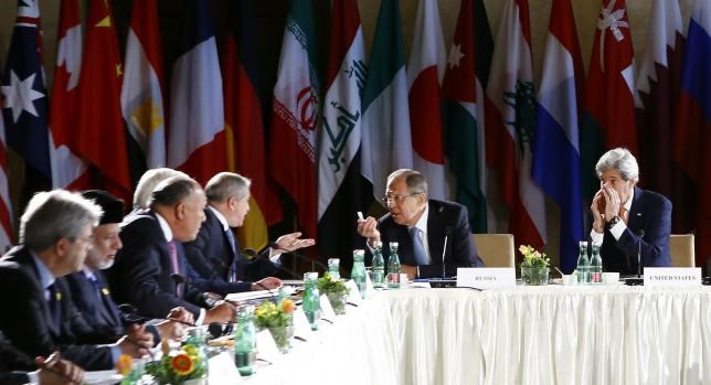 Russian Foreign Minister Sergei Lavrov (2R) and U.S. Secretary of State John Kerry (R) attend the ministerial meeting on Syria in Vienna, Austria, May 17, 2016. Photo: Reuters/Leonhard Foeger