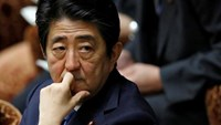 Japan's Prime Minister Shinzo Abe attends a lower house budget committee session at the parliament in Tokyo, Japan, May 16, 2016. Photo: Reuters/Toru Hanai