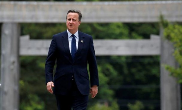Britain's Prime Minister David Cameron (C) walks on Ujibashi bridge as he visits Ise Grand Shrine in Ise, Mie prefecture, Japan, May 26, 2016, ahead of the first session of the G7 summit meetings. Photo: Reuters/Toru Hanai/File Photo