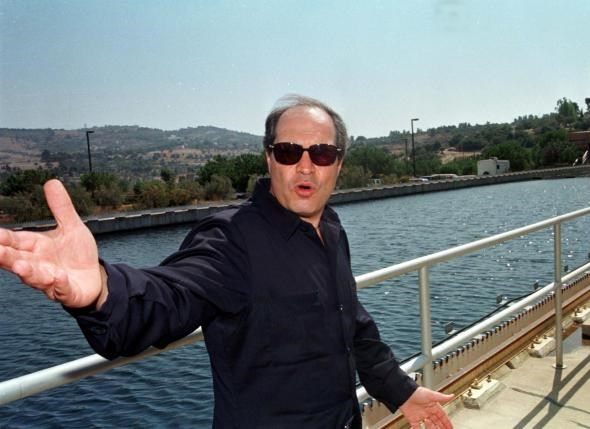 Jordanian Water Minister Hani al-Mulqi gestures at Jordan's Zay water treatment plant September 14, 1998.Photo: Reuters/File photo