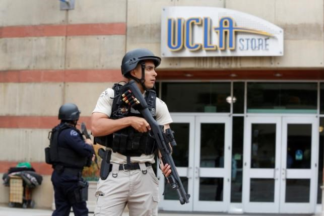 A Los Angeles Metro Police officer stands watch on the University of California, Los Angeles (UCLA) campus after it was placed on lockdown following reports of a shooter in Los Angeles, California June 1, 2016. Photo: Reuters/Patrick T. Fallon