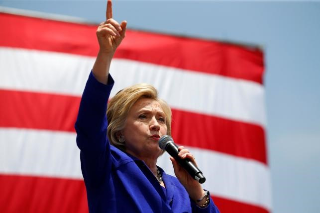 U.S. Democratic presidential candidate Hillary Clinton makes a speech during a campaign stop in Lynwood, California, United States June 6, 2016. Photo: Reuters/Mike Blake