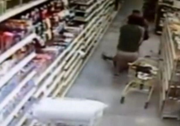 A woman fights off a man trying to kidnap her 13-year-old daughter in a Dollar General in Hernando, Florida. Photo: Reuters/Citrus County Sheriff's Office