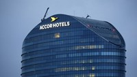 The logo of French hotel operator AccorHotels is seen on top of the company's headquarters in Issy-les-Moulineaux near Paris, France April 22, 2016. Photo: Reuters/Gonzalo Fuentes