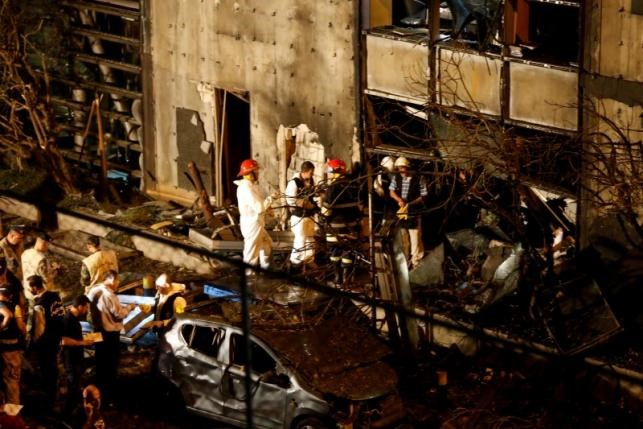 Forensic inspectors examine the site of an explosion at the headquarters of the Lebanese Blom Bank in Beirut, Lebanon June 12, 2016. Photo: Reuters/Mohamed Azakir