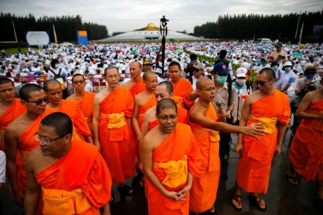 Meditating Devotees Shield Scandal Hit Abbot From Thai Police