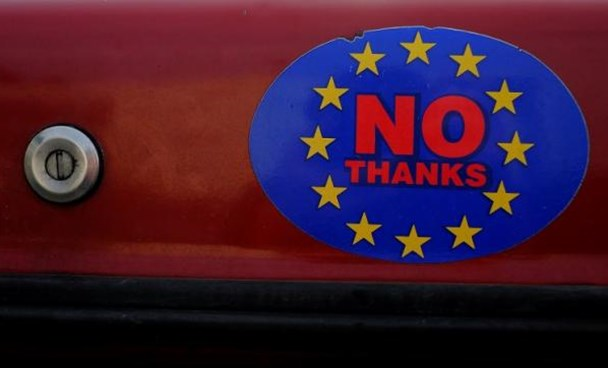 A car sticker with a logo encouraging people to leave the EU is seen on a car, in Llandudno, Wales, February 27, 2016. Photo: Reuters/Phil Noble/Files