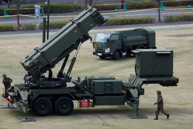 Japan Self-Defence Forces soldiers prepare to refuel a unit of Patriot Advanced Capability-3 (PAC-3) missiles at the Defence Ministry in Tokyo April 10, 2013. Photo: Reuters/Issei Kato/File Photo