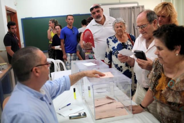 A man prepares to cast his vote in Spain's general election at a polling station in Rincon de la Victoria, Spain, June 26, 2016. Photo: Reuters/Jon Nazca