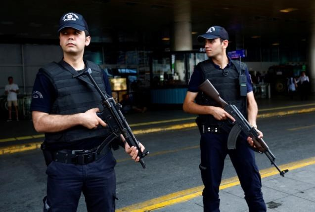 Police officers stand guard at Ataturk airport in Istanbul, Turkey, June 30, 2016. Photo: Reuters/Murad Sezer