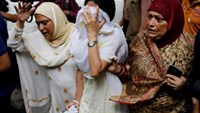 People react near the Holey Artisan restaurant after Islamist militants attacked the upscale cafe in Dhaka, Bangladesh, July 2, 2016. Photo: Reuters/Mohammd Ponir Hossain