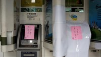 Taiwanese First Bank automated teller machines are seen suspended after T$70 million was reported stolen from its automated teller machines (ATM) in Taipei, Taiwan July 13, 2016. Photo: Reuters/Tyrone Siu
