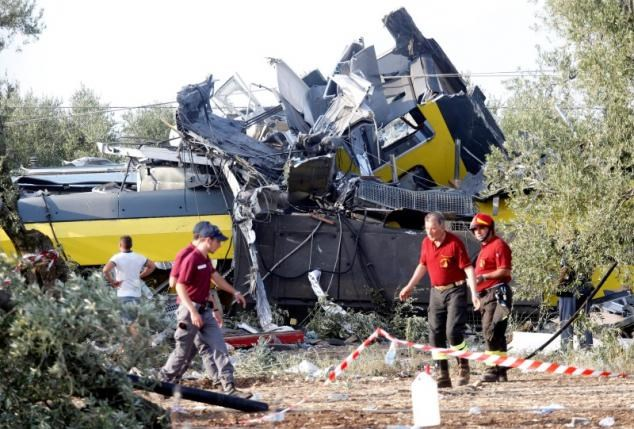 Rescuers work at the site where two passenger trains collided in the middle of an olive grove in the southern village of Corato, near Bari, Italy, July 12, 2016. Photo: Reuters/Alessandro Garofalo