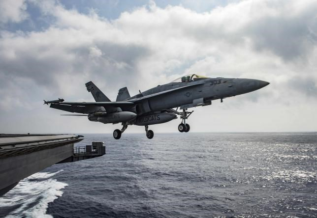 A U.S. Navy F/A-18E Super Hornet launches from the flight deck of the aircraft carrier USS Dwight D. Eisenhower (CVN 69) in the Mediterranean Sea June 28, 2016. Photo: U.S. Navy/Mass Communication Specialist 2nd Class Ryan U. Kledzik/Handout via Reuters