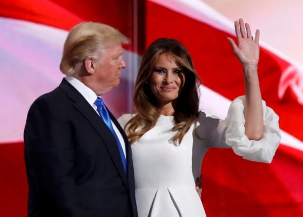 Melania Trump stands with her husband Republican U.S. presidential candidate Donald Trump at the Republican National Convention in Cleveland, Ohio, U.S. July 18, 2016. Photo: Reuters/Mark Kauzlarich
