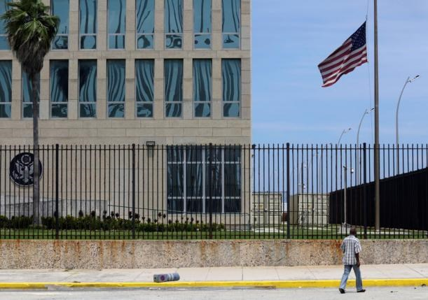 A man walks near the U.S. embassy in Havana, Cuba, July 20, 2016. Photo: Reuters/Enrique de la Osa
