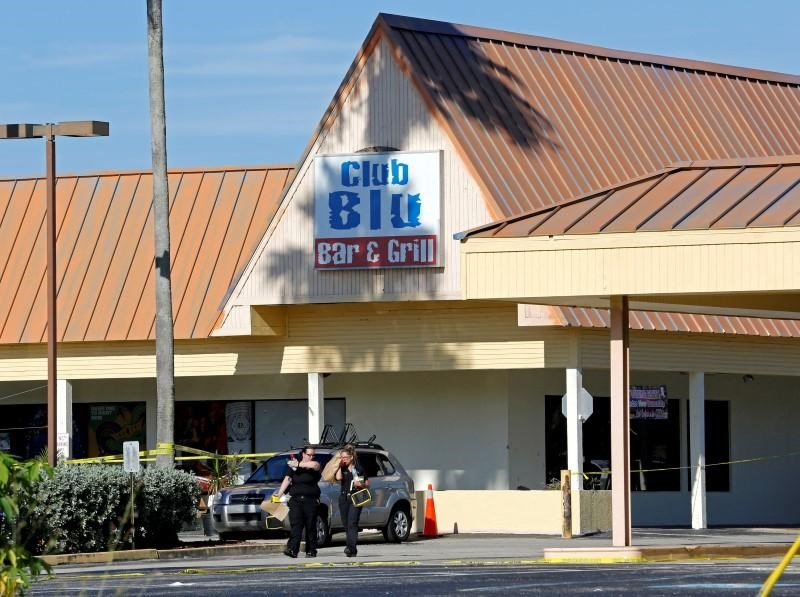 Fort Myers police officers walk in the parking lot of Club Blu after a shooting attack in Fort Myers, Florida, U.S., July 25, 2016. Photo: Reuters/Joe Skipper