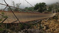 8 dead, 30 injured as suspension bridge collapses in Vietnam