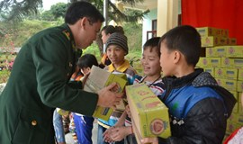 Thanh Nien brings milk to needy kids in northwestern Vietnam