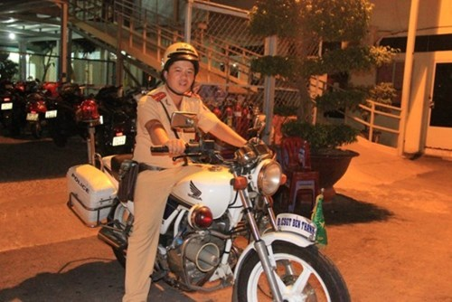 Senior Lieutenant Nguyen Quoc Hung of Ho Chi Minh City's Ben Thanh Traffic Police Division, who nabbed a young man for robbing a German tourist Saturday
