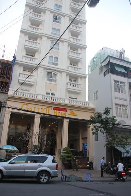 The Galliot Hotel in Nha Trang where a foreign man died after falling from the sixth floor early Monday / Photo courtesy of Tuoi Tre Newspaper