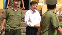 Vietnam court increases jail term to district official for receiving bribes