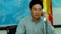 Minister of Foreign Affairs Pham Binh Minh on a phone conversation with his Chinese counterpart Wang Yi on May 15. Photo courtesy of Vietnam News Agency