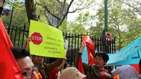 Thousands of Vietnamese abroad protest China's sea violations
