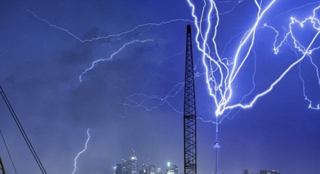 1 dead, 6 injured after lightening strikes farmer's cell phone