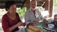 Vietnam becomes fascinated with bridge-building Vietnamese-Danish couple