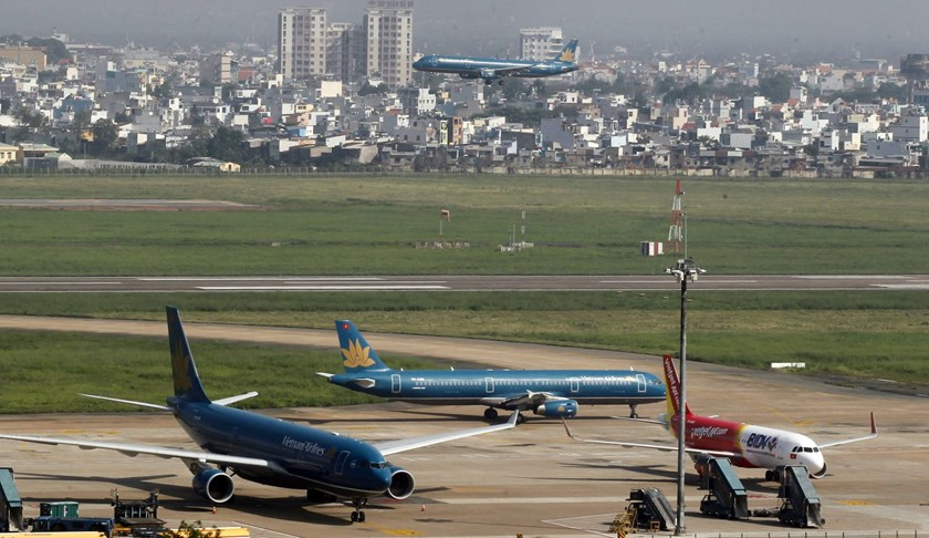 Landing and parked Vietnam Airlines aircraft are seen, as well as a Vietjet A320 aircraft (right), at the Tan Son Nhat airport in Vietnam's southern Ho Chi Minh city on Oct 20, 2013. Photo: Reuters