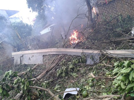A debris from the MI-171 chopper which crashed near a field in Hanoi July 7. Photo credit: Dan Tri