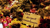 A message of condolence is left among candles and flowers near the Dutch embassy for victims of Malaysia Airlines MH17, which crashed in eastern Ukraine, in Kiev, on July 17, 2014. Photo credit: Reuters