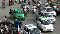 Taxis licensed outside Hanoi will be banned from operating in the capital city from August 15, 2014. Photo credit: VnExpress