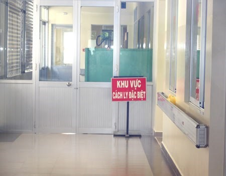 A quarantined zone at Ho Chi Minh City's Hospital of Tropical Diseases where two Nigerian men found with fever-like symptoms are staying in. Photo credit: VnExpress