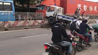 Traffic police vehicle injures three in HCMC