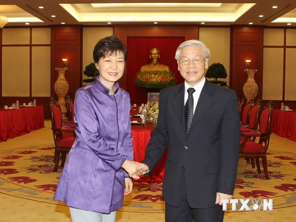 Party General Secretary Nguyen Phu Trong (R) greets South Korean President Park Geun-hye when she visited Vietnam in Sep. 2013. Photo credit: Vietnam News Agency