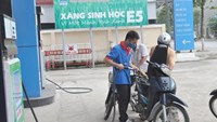 A filling station put up a banner to promote ethanol E5 in the central province of Quang Ngai. Photo: Hien Cu