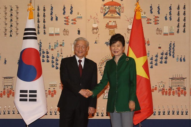 President of South Korea Park Geun-hye shakes hand with General Secretary of the Communist Party of Vietnam Central Committee Nguyen Phu Trong prior to their meeting in Seoul Thursday. Photo: VNA