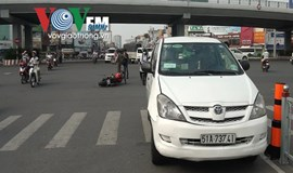 Taxi-motorcycle collision injures French man in Vietnam