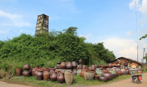 Traditional pottery villages faces extinction in southern Vietnam