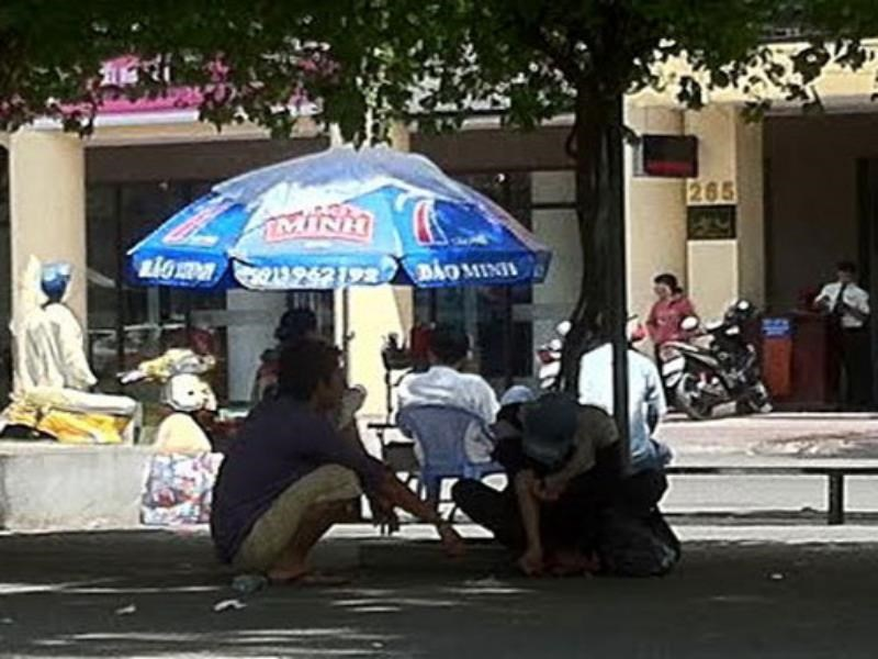 Drug addicts crouch on a Ho Chi Minh City street. Photo: Dinh Phu