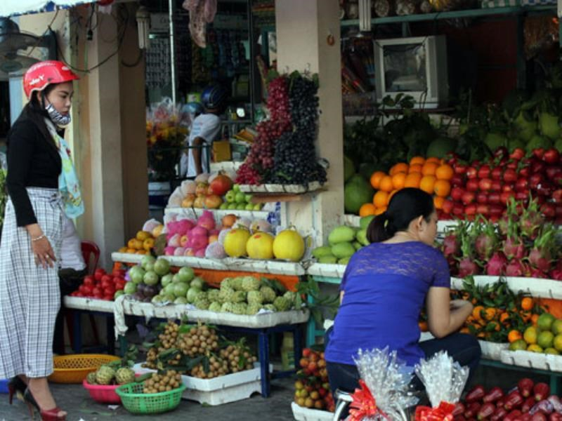 A fruit stall in Ho Chi Minh City. Photo: Chi Nhan