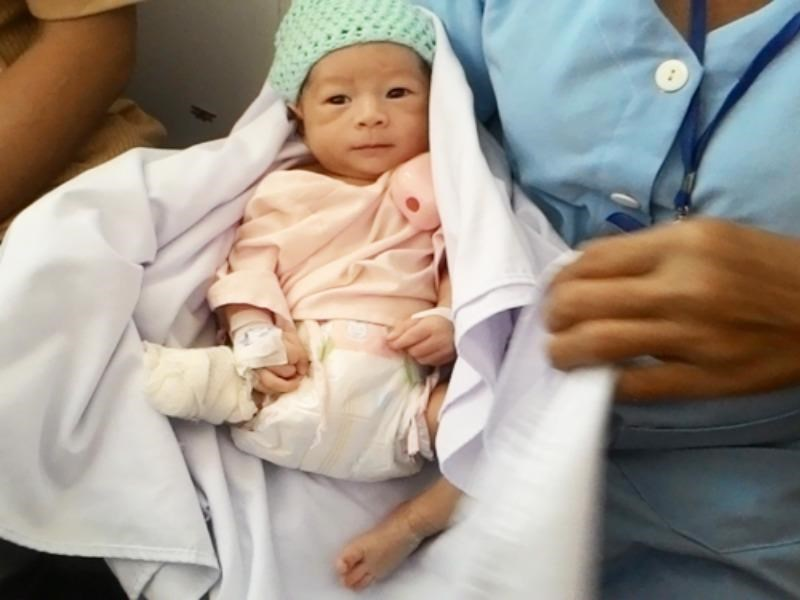 Nguyen Quoc Huy, the baby boy who forced out of his mother's womb as she was killed by a truck has recovered from the brink of death after two weeks of intensive care. Photo credit: VnExpress