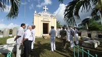 French Navyal crew visits memorial to colonial soldiers in Da Nang